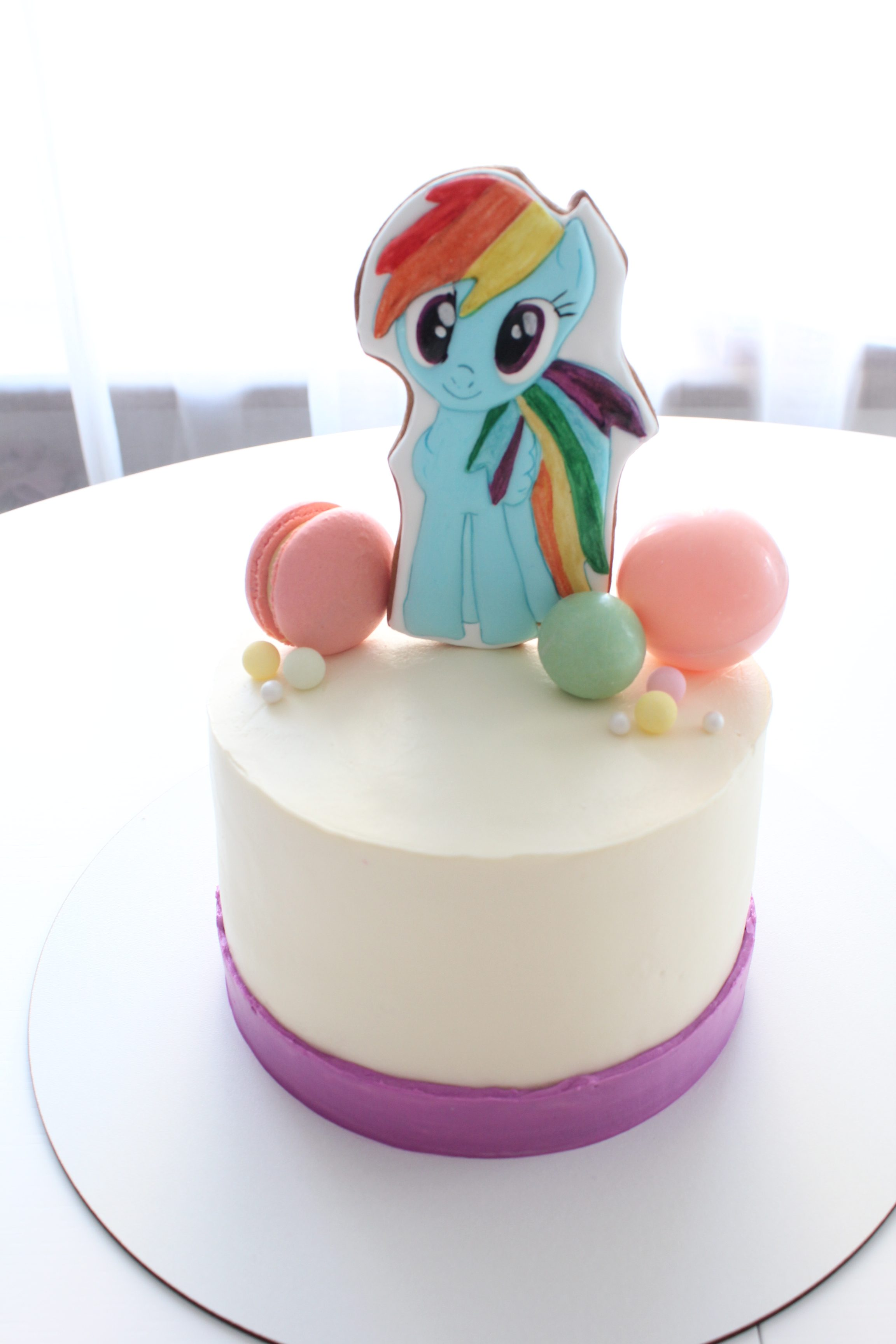My Little Pony cake hero present for girl