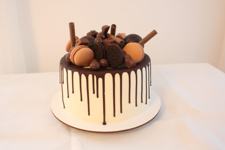 Candy Bar Cake with macaron and wafer rolls